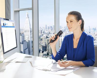 ORIGINAL CROPPED Female Lawyer csm_smp3700_philips-speechmike-premium-touch_female-lawyer-at-desk_3574_1_617a94dcca.jpg